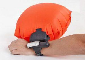 جلوگیری از غرق شدن شناگران با دستبند هوشمند
